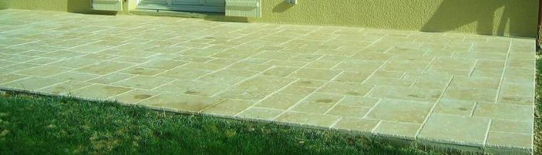 Patio paved with 4 sizes paving slabs and designed with AutoDalle
